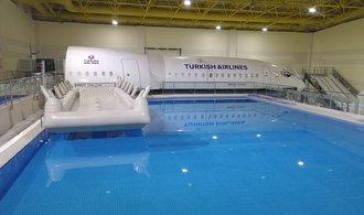 Nouzové přistání do vody i oheň na palubě. Podívejte se, kde trénují posádky Turkish Airlines