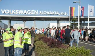 Stávka v bratislavské továrně VW končí, odbory se dohodly na růstu platů o téměř 15 procent