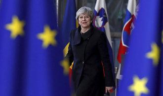 Vláda Theresy Mayové zmírňuje požadavky ohledně irské pojistky