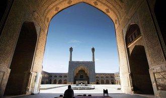 Trump chce snížit důvěru íránských lídrů, zahajuje proti zemi kampaň