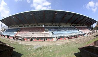 OBRAZEM: Bazaly jdou k zemi. Legendární stadion prochází rekonstrukcí za čtvrt miliardy