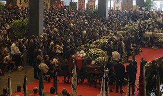 V Janově se při státním pohřbu loučili s oběťmi pádu mostu