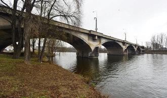 Praha uzavře klíčový Libeňský most. Je v havarijním stavu
