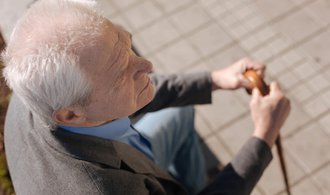 Důchodci si přilepší, průměrná penze stoupne téměř o tisícovku