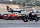 Co vyhraje? Závodní Tesla vs. F1 vs. superbike vs. F-16 a další ve sprintu