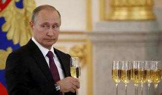 Rusko za éry Putina: méně chudých a vypité vodky, masivně naopak vzrostly armádní výdaje