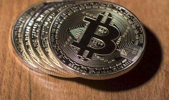 Teherán dál utužuje kontrolu měnového trhu, zakazuje obchodování s bitcoiny