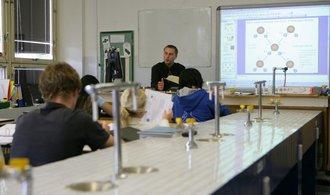 Místo peněz papírování. Učitelé se bouří proti kariérnímu řádu