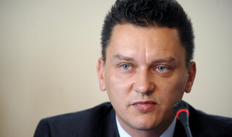 Bývalý šéf Finančně analytického útvaru jde ke zbrojaři Strnadovi