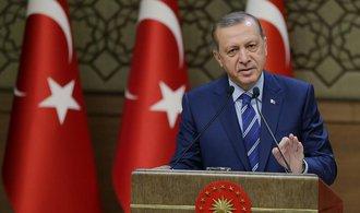 Turecko po loňském zmařeném puči pokračuje v rozsáhlém zatýkání