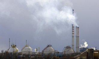 Majiteli Unipetrolu, polské PKN Orlen, klesl čtvrtletní zisk téměř o polovinu