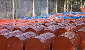 Cena ropy překonala hranici 80 dolarů za barel, vzhůru ji tlačí dohoda o omezení těžby