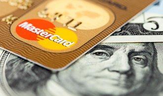 Visa a Mastercard zaplatí přes 130 miliard za urovnání žaloby obchodníků