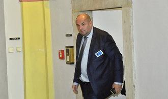 Bývalý šéf českého fotbalu Pelta vypovídal před komisí. Ta dnes vyslechne i Šlachtu, nebo Pelikána