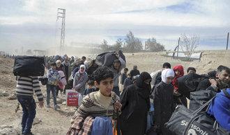 Ze syrského Afrínu prchají před boji desítky tisíc lidí