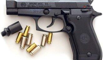 Petici proti unijní regulaci zbraní podepsalo 100 tisíc lidí, teď ji projedná Senát