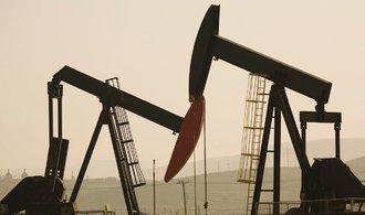 OPEC zvýšil těžbu, cena ropy prudce padá