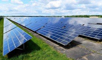 Obchodníci platí za přebytky solární elektřiny velmi různě