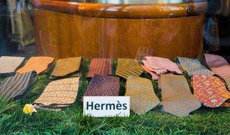 Šátky místo kravaty. Luxusní značka Hermés se snaží přizpůsobit trendu stále neformálnější módy