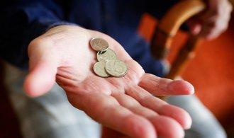 Důchody o ledna vzrostou o 475 korun, růst odráží zvyšování cen i mezd v zemi
