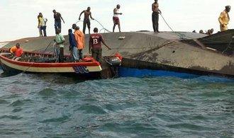Zkáza trajektu v Tanzanii už má přes sto obětí