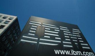 IBM se propadlo do ztráty, dokázalo však po letech zvýšit příjmy