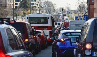 Rekonstrukce pražských silnic potrvají až do podzimu