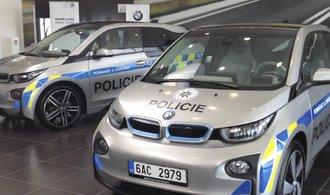 Policie testuje novou zbraň na řidiče, upravené elektromobily BMW