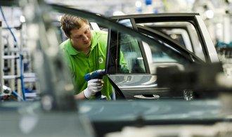 Výroba aut v Česku klesá, produkce Škody Auto ale navzdory trendu roste