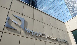 Nejvyšší kontrolní úřad kritizoval stát, že investice vázly i v letošním pololetí