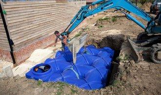 Dešťovka rozhýbe trh s jímkami na vodu. Ministerstvo připravilo dotace