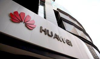 Mobilů od Huawei se zbaví úřad vlády i ministerstvo průmyslu