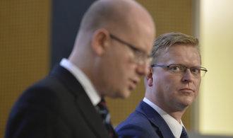 Šéfové bývalé koalice mění posty: Bělobrádek povede komisi pro BIS, Sobotka parlamentní delegaci