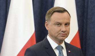 Polský prezident Duda podepsal jeden z trojice kontroverzních zákonů, zbylé chce vetovat