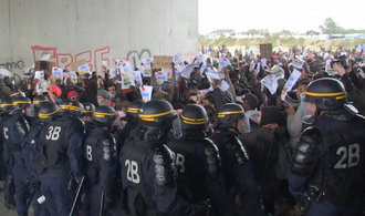 T�bor v Calais bude vyst�hov�n, lidem hroz� vyho�t�n� ze zem�