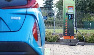 Prodej elektromobilů rekordně vzrostl, pomohla vysoká poptávka v Číně