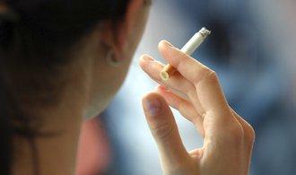Spotřeba cigaret loni vzrostla. Navzdory zákazu kouření v restauracích