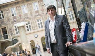 Česká pošta je v rozkladu a bez koncepce, zdůvodňuje Babiš odvolání Elkána