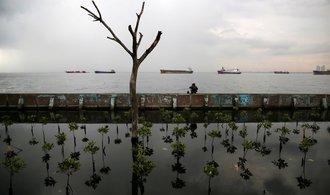 Jakarta se potápí. Do roku 2050 může přijít o celé čtvrti