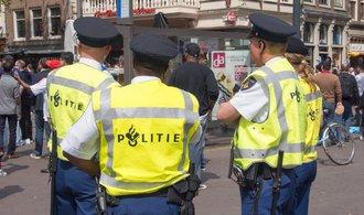 Řidič dodávky najel v Nizozemsku do lidí. Jednu osobu zabil, další zranil