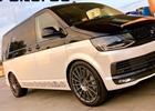 Nebaví vás nudné a slabé dodávky? Tento VW Multivan má 700 koní!
