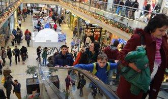 Obchodníci hlásí skokový nárůst tržeb, Češi zahltili nákupní centra