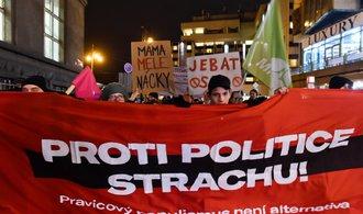 Lídrům protiimigračních stran se postavily stovky Pražanů