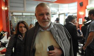 Ázerbájdžán vydal zatykač na europoslance Štětinu