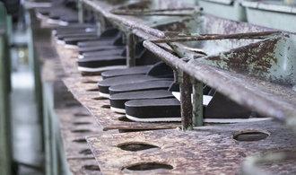 �esk� zna�ce Snaha po divok� privatizaci hrozil z�nik, te� vyr�b� �tvrt milionu p�r� bot ro�n�