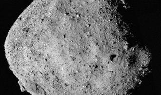 Sonda NASA nalezla na planetce Bennu stopy po vodě