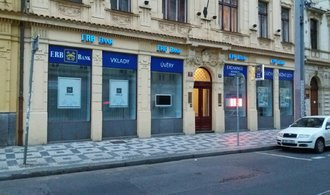 Klienti krachuj�c� ERB bank si v �esk� spo�iteln� vybrali t�m�� miliardu z poji�t�n�ch vklad�