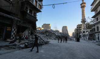 Lid� v Aleppu trp�, st�le k nim nedorazila humanit�rn� pomoc