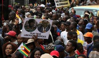 Strana vyloučila ze svých řad Mugabeho, opozice připravuje ústavní žalobu