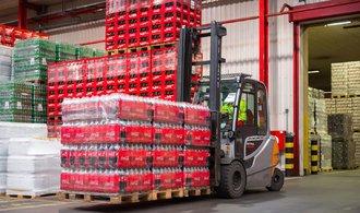 Růst zisku Coca-Coly překonal odhady, firma ve čtvrtletí vydělala téměř třicet miliard